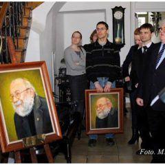 Two portraits of Drn. farm Krzysztof Kmieć ( 1950 - 2011) donated byhis friends. Celebrations in the Museum of Pharmacy in Krakow